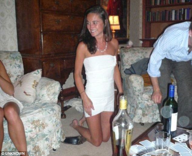 pippa middleton dress. Pippa Middleton In A Toilet